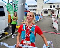 Zieleinlauf der Siegerin Almut Dreßler in 6:37:12,1 Std (LG Nord Berlin Ultrateam)